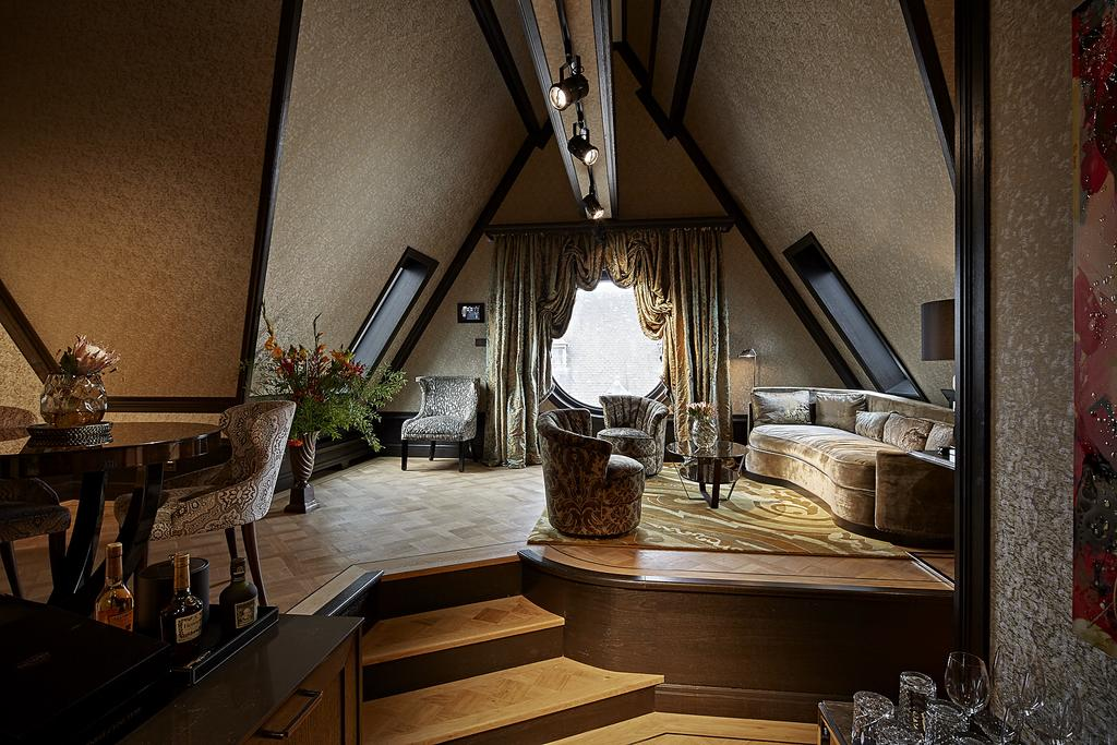 Kamer met grote lounge in Twenty Seven in Amsterdam
