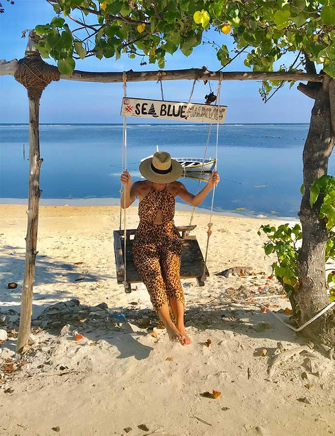 Yvette op de schommel op Maafushi