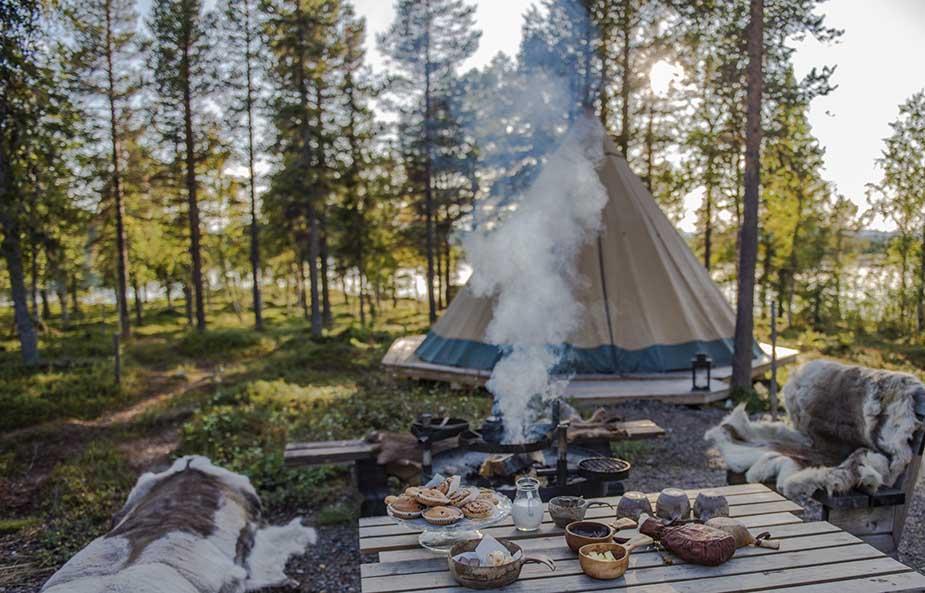 slapen in sami kamp in de unieke natuur in zweden