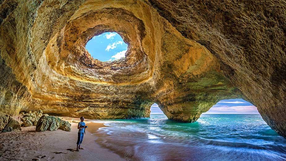Het prachtige strand van Benagil aan de Algarve