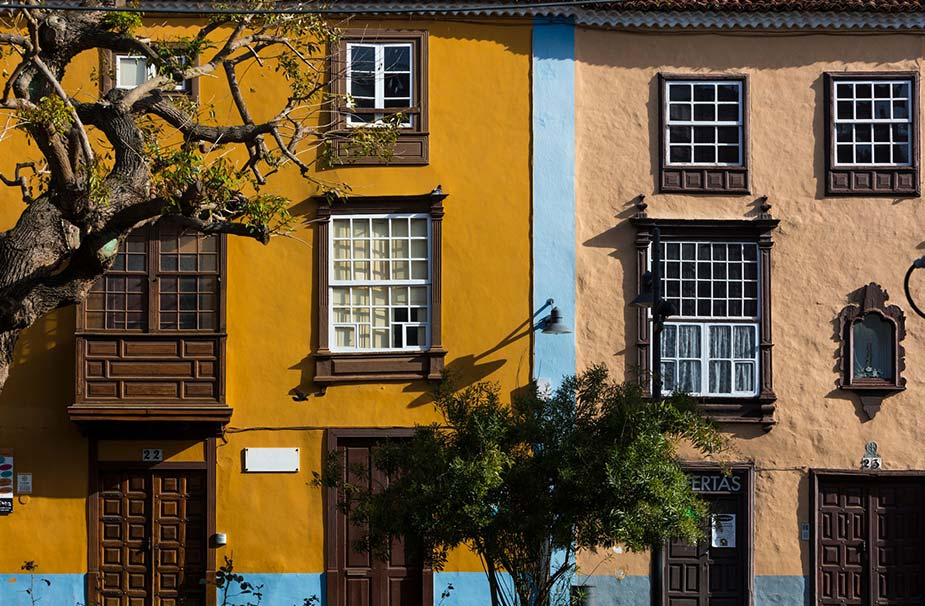 Kleurrijke herenhuizen in La Laguna