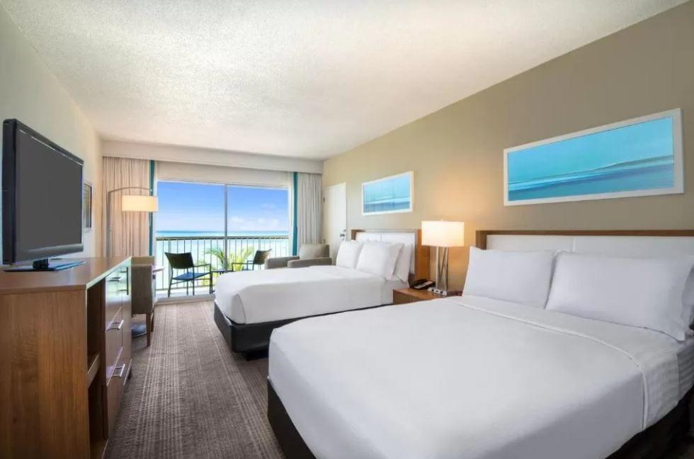 Interieur van een kamer in het Holiday Inn op Aruba