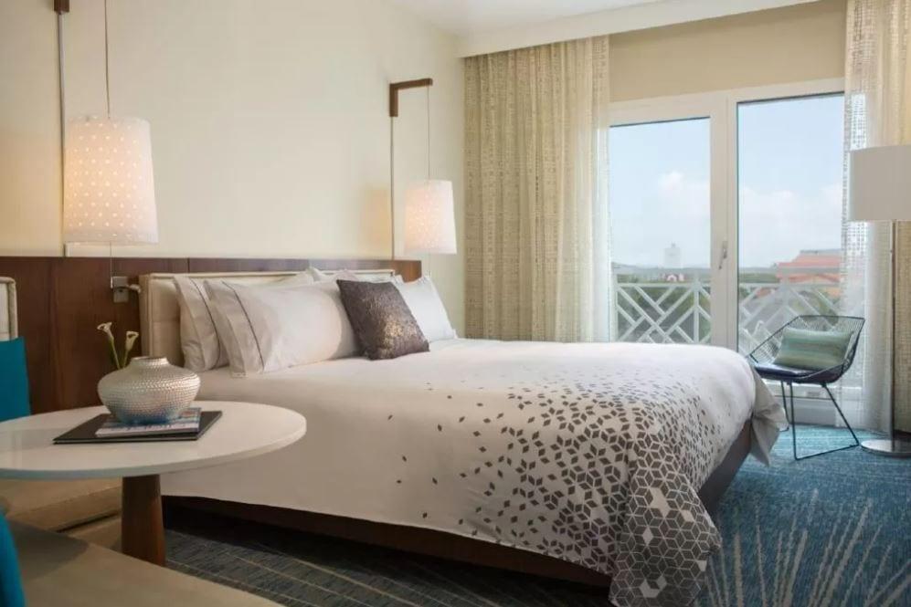Interieur van een kamer van hotel Renaissance Aruba