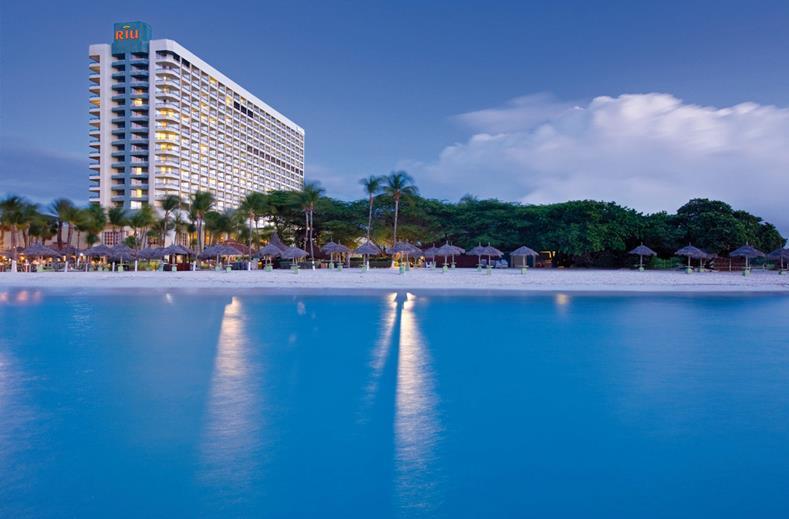 Liggen van Riu Palace Antillas aan het strand van Aruba