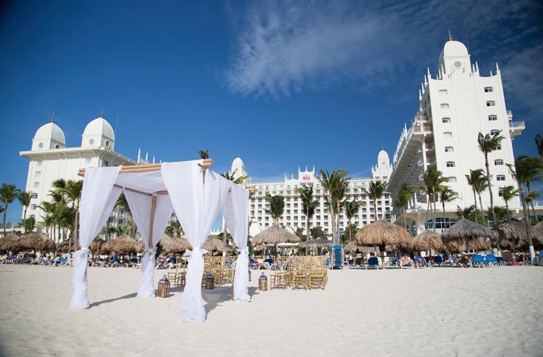 Strand bij Riu Palace op Aruba