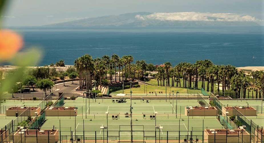 De tennisbanen van Las Terrazas de Abana
