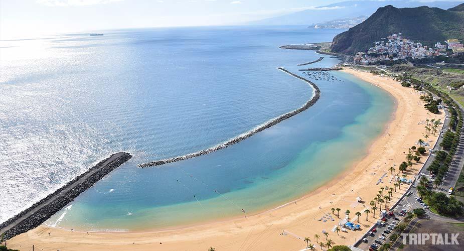 Het strand van Playa de las Teresitas