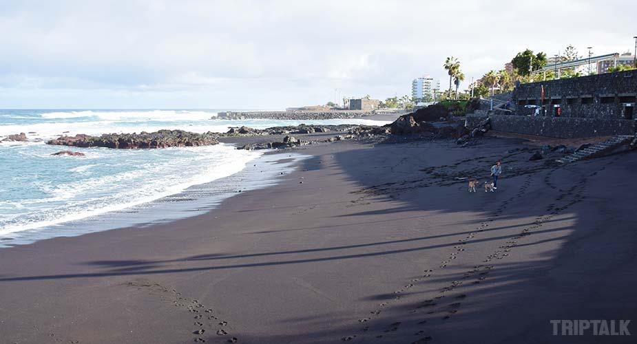 Strand van Playa Chica in Puerto de la Cruz