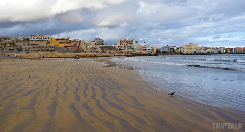 Strand en dorp El Medano