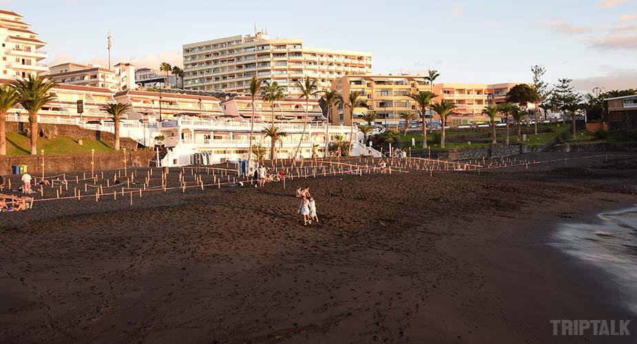 Zandstrand van Playa de la Arena in Puerto de Santiago