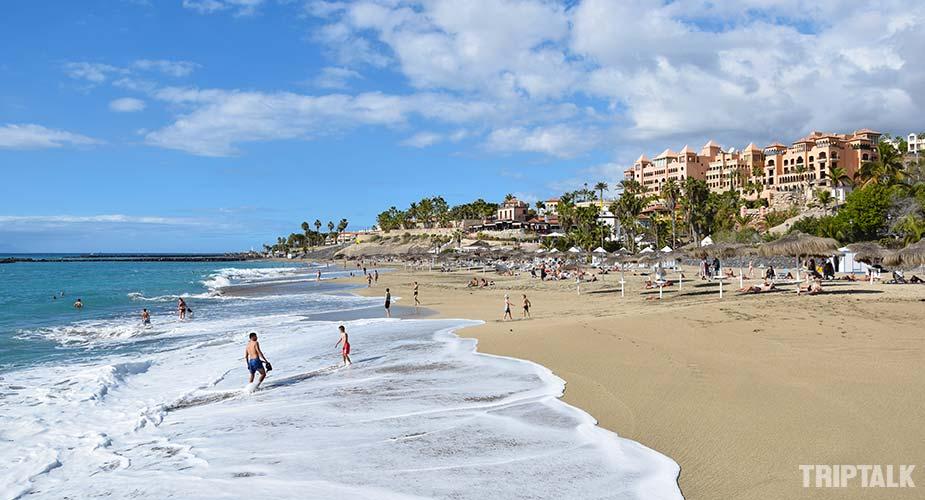 Het strand van Playa del Duque in Costa Adeje
