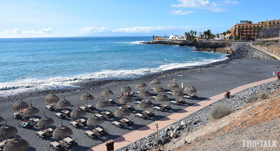 Het strand van Playa de Enramada in La Caleta
