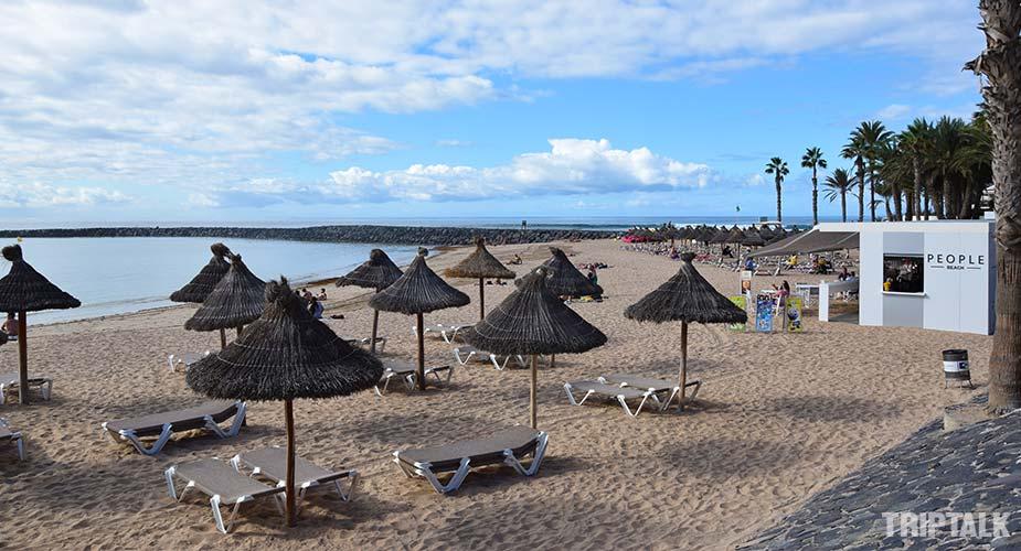 Strandbar bij Playa del Camison