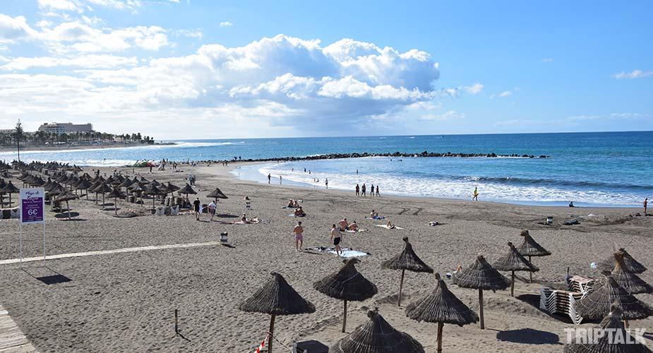 Het zandstrand van Playa de Troya in Playa de las Americas