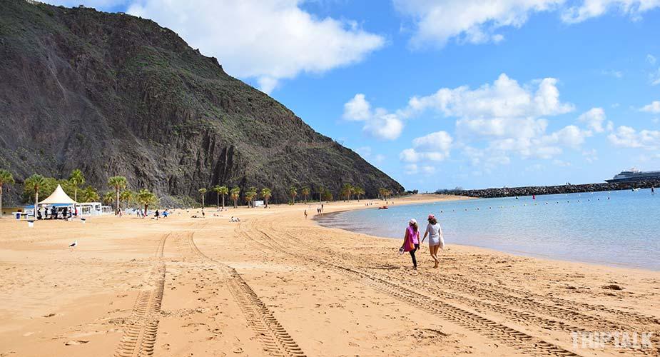 Het zandstrand van Playa de las Teresitas