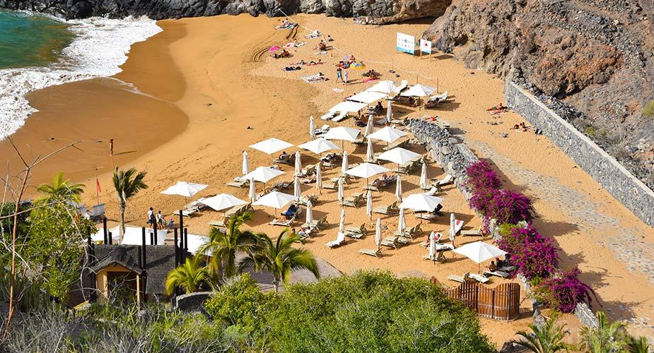 Het goudgele zandstrand van Playa Abama