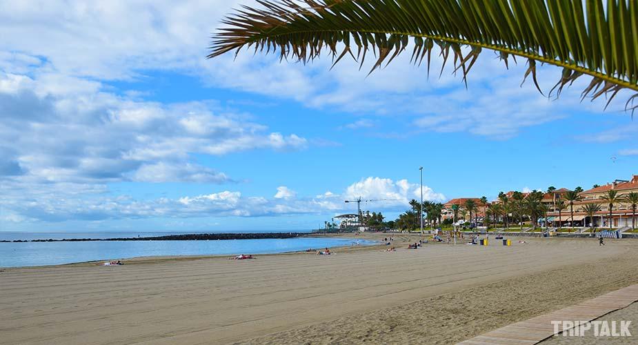 Andere kant van het strand van Playa de las Vistas