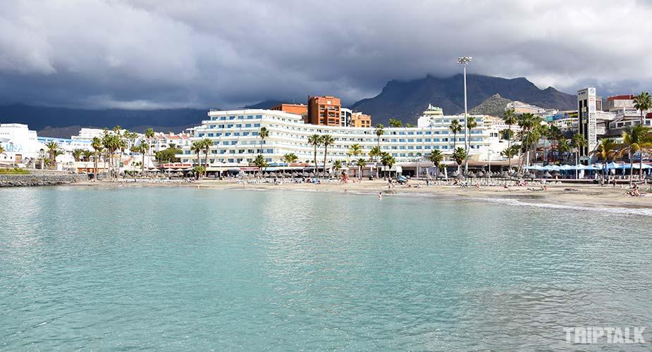 Zee en strand bij Playa de la Pinta