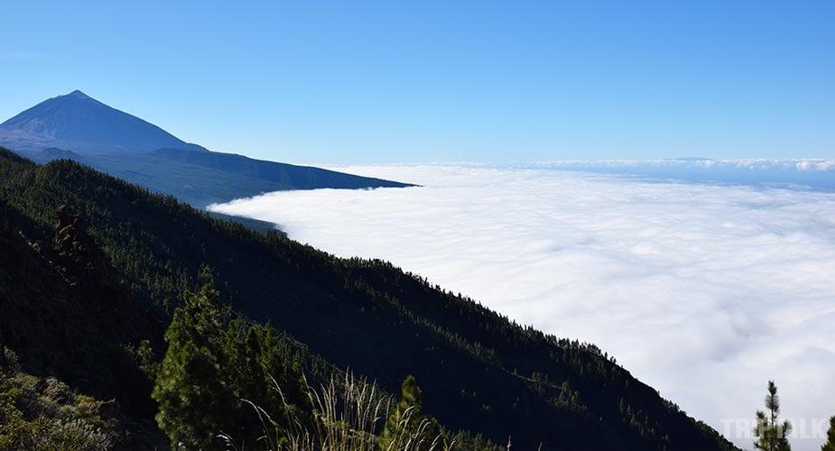Het wolkendek wat tegen de uitloop van El Teide aan ligt in het noorden