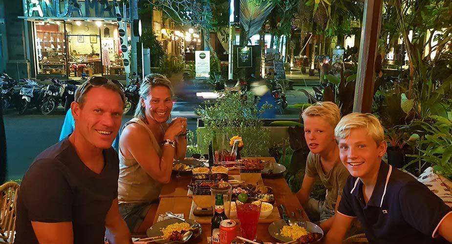 Gezellig eten met gezin in Vietnam