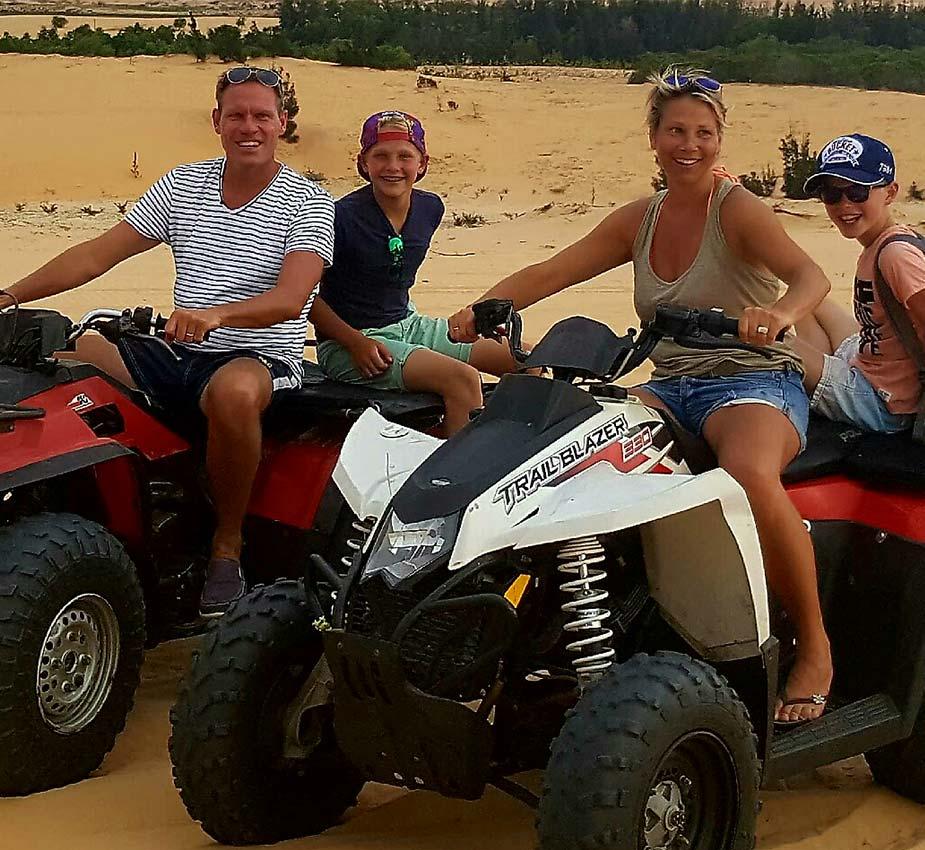 Pauline met gezin op excursie met quads