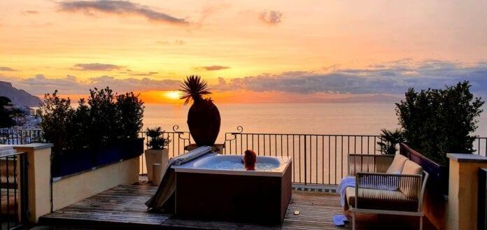 Zonsondergang bij Amalfi