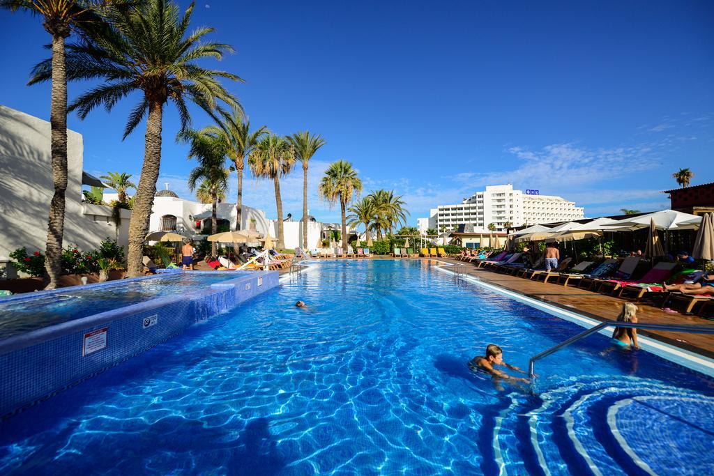 Zwembad van de appartementen Parque Cristobal op Tenerife