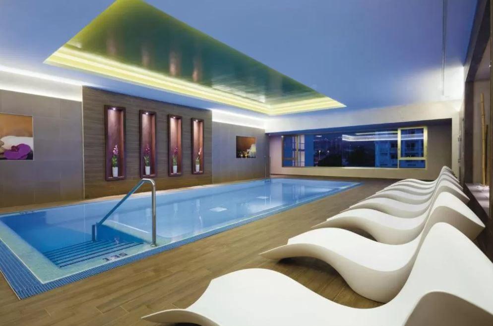 Het binnen zwembad van RIU Palace Tenerife