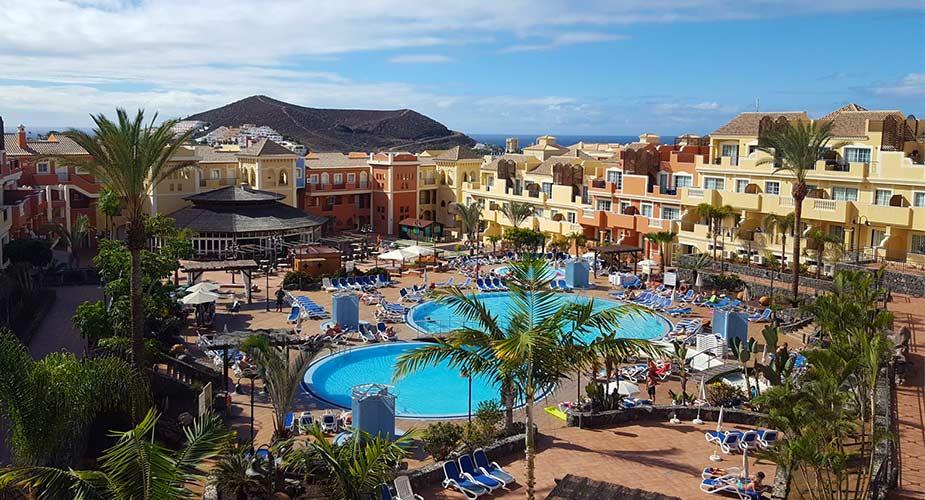 Tuin met zwembad van appartementen Tenerife Granada Park