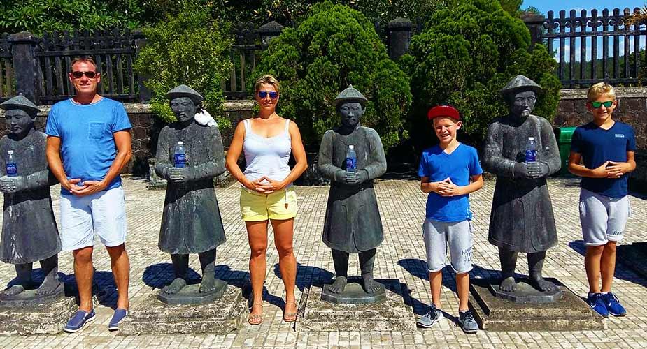 Met gezin in Vietnam