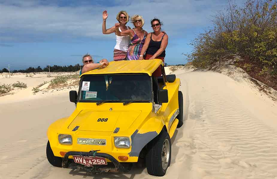 Met een buggy racen door de zandduinen in Cumbuco