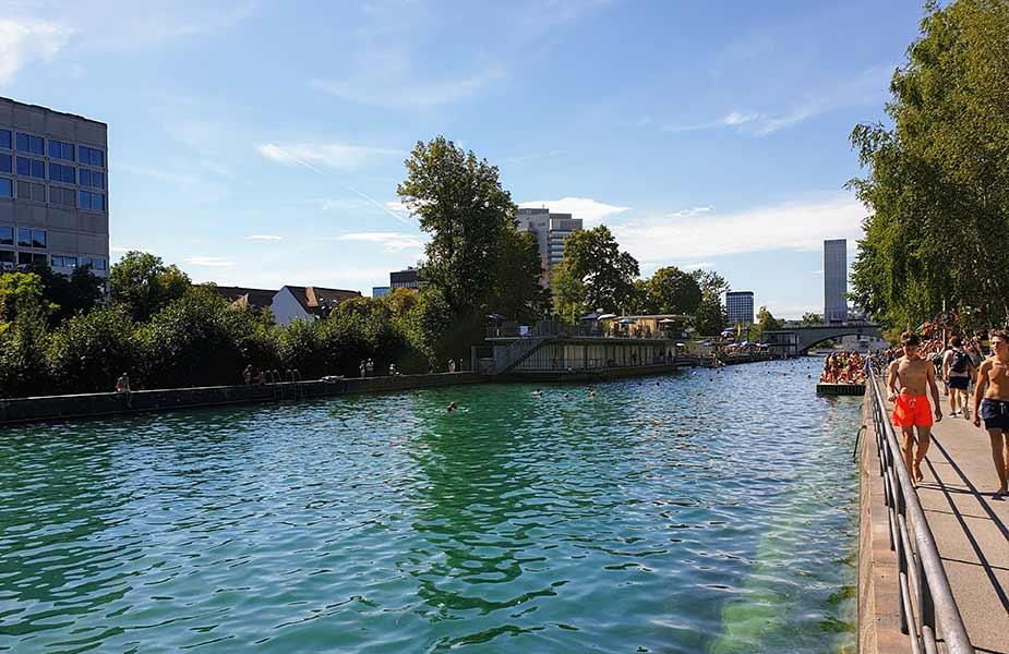 Het Flussbad Oberer Letten waar je met de stroom mee kan zwemmen