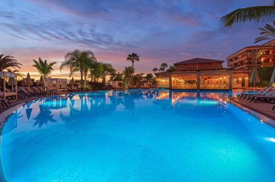 Zwembad van H10 Costa Adeje Palace in Tenerife