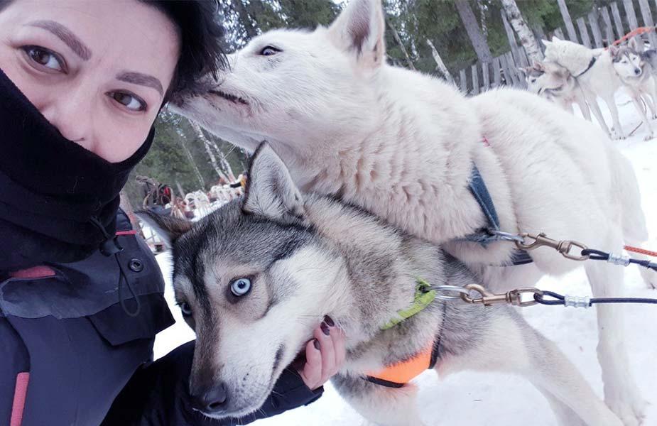 Valleria met huskey honden