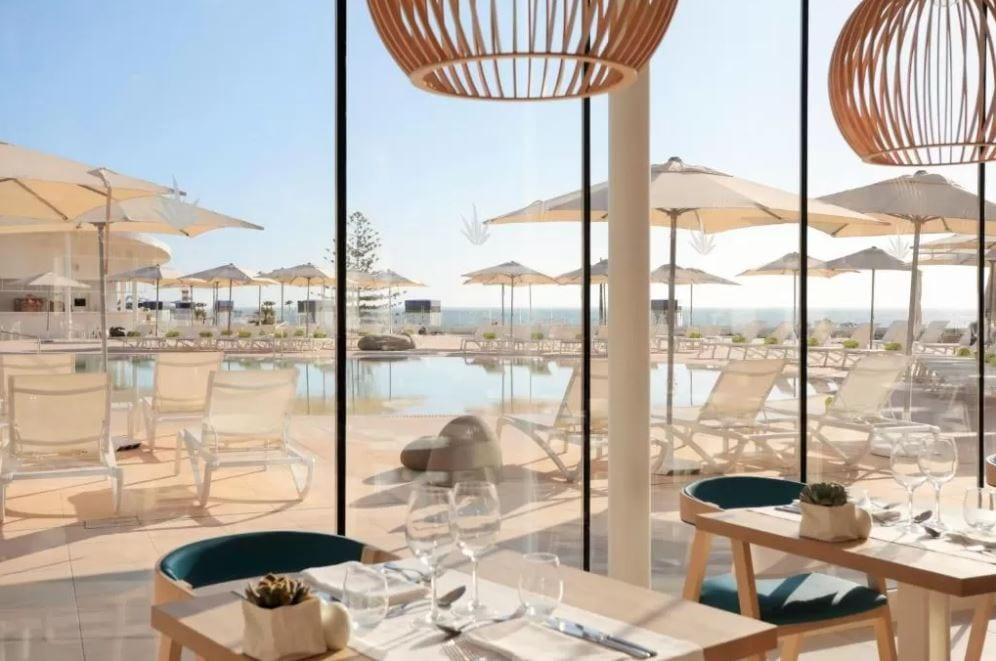 Restaurant met uitzicht op zwembad van Iberostar Sabila