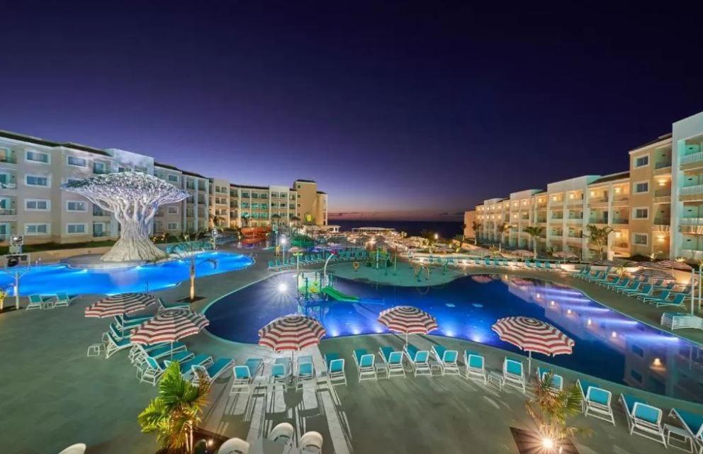 Zwembad Bahia Principe Fietsa bij avond