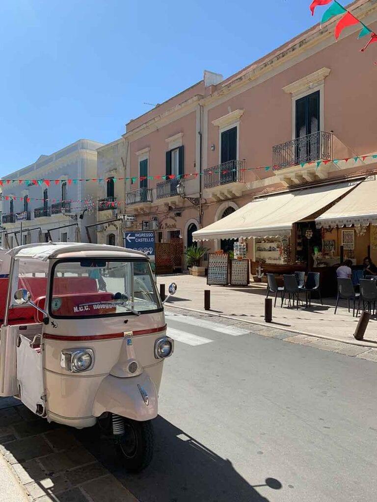 Typische straatje in een stadje in Italie