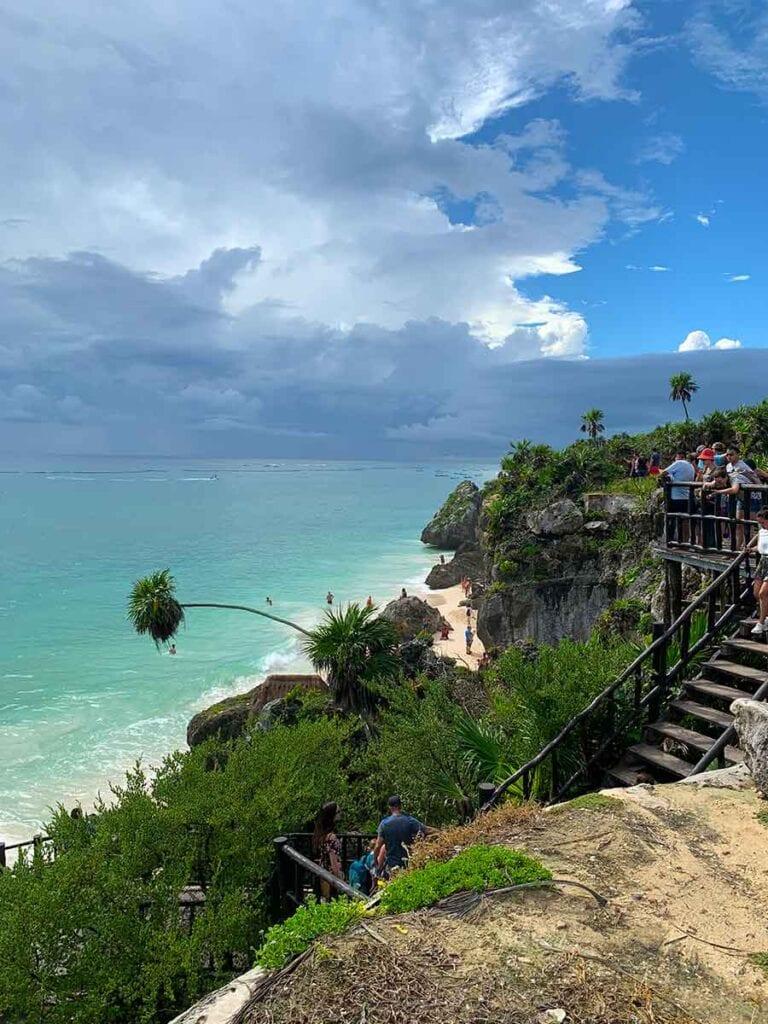 Tropisch strand in de Caribbean