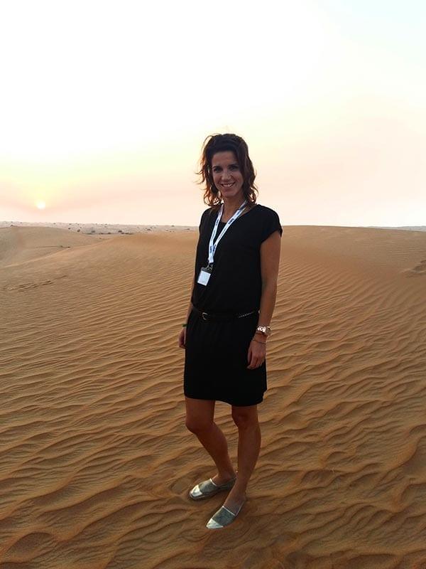 Sylvia in de woestijn van Dubai