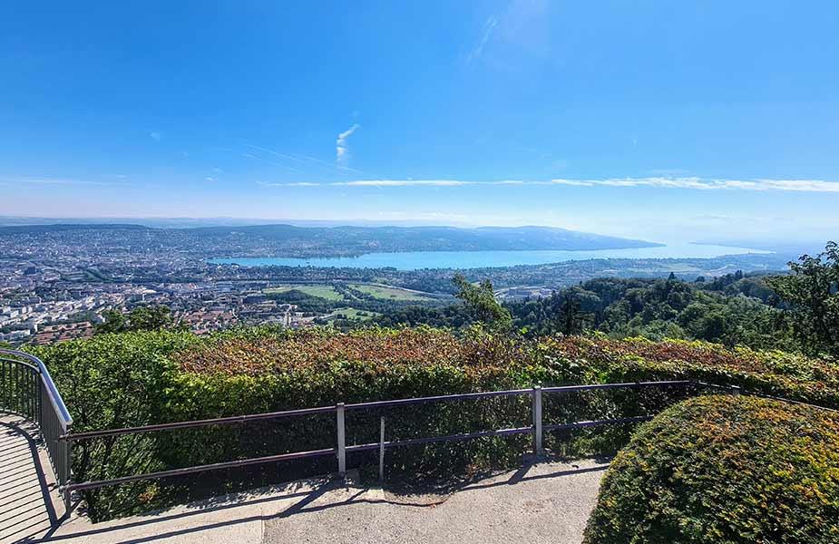 Uitzicht vanaf de Uetliberg op Zurich en Zurich See