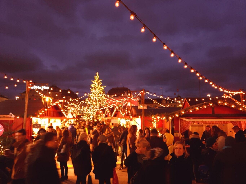 Weihnachtsmarkt bij Operahouse in Zurich