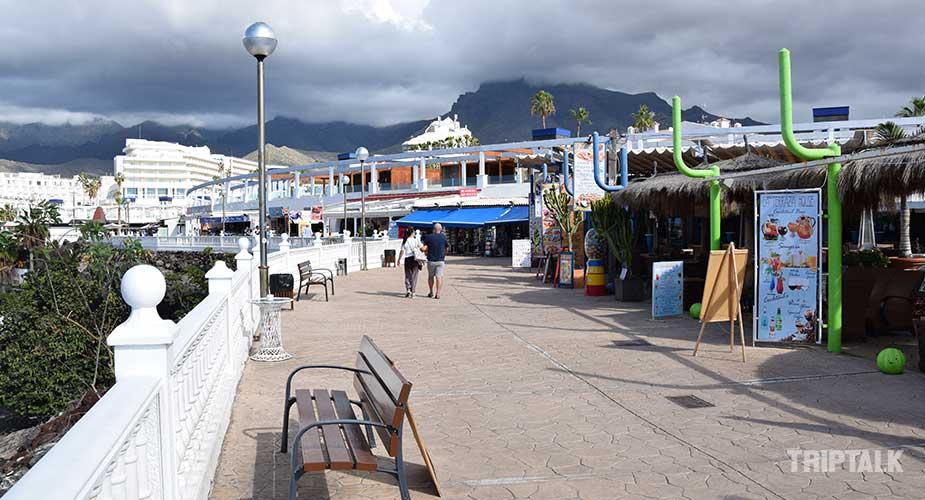 Winkelcentrum bij het strand van Playa Fanabe van Costa Adeje