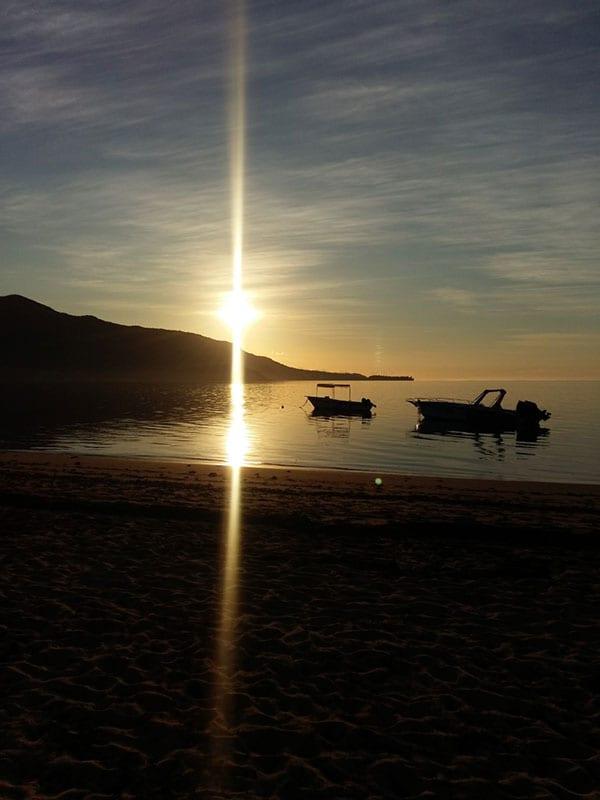 Zonsondergang bij zee op Mauritius