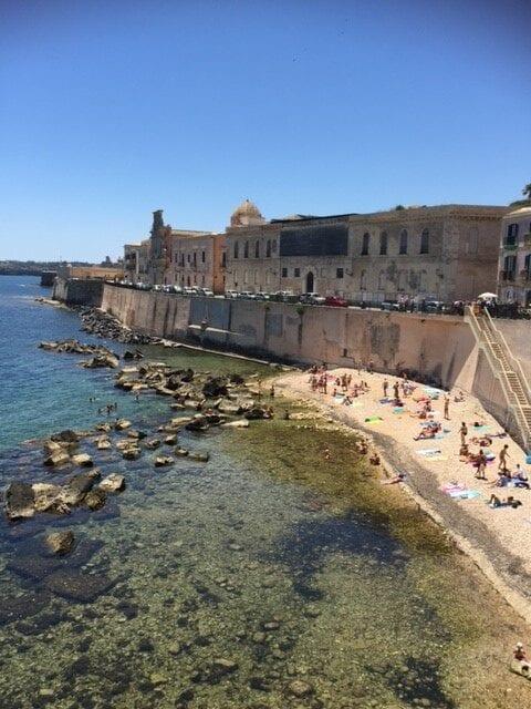 Stadsmuur van Siracuse op Sicilie