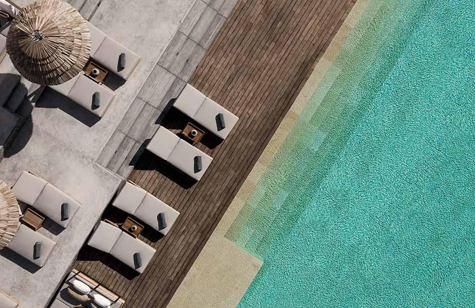 Een van de zwembaden van OKU Ibiza