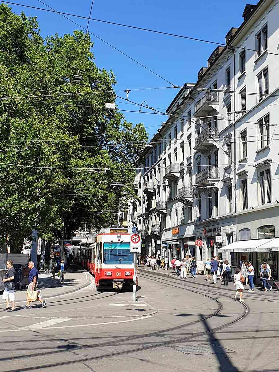Makkelijk reizen met de tram tijdens je stedentrip in Zurich