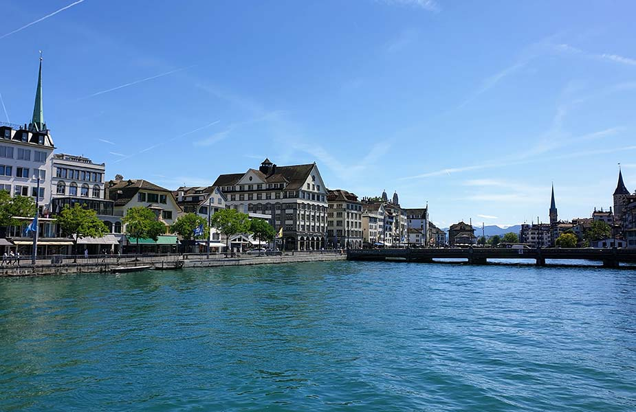 Gebouwen aan de rivier van Zurich
