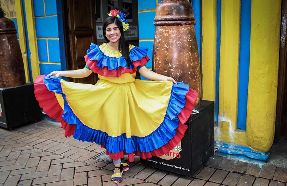 Colombiaanse vrouw in klederdracht