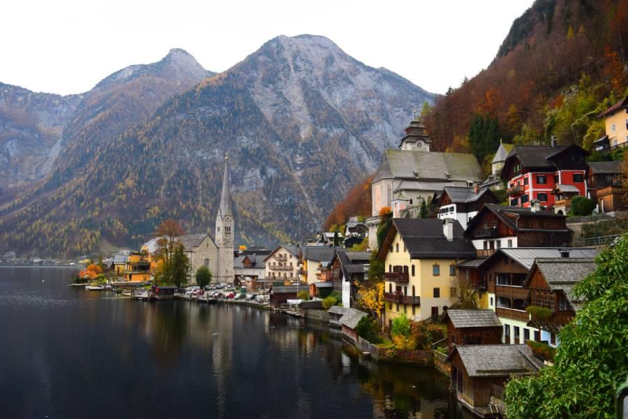 uitzicht op Hallstatt in Oostenrijk in de herfst.