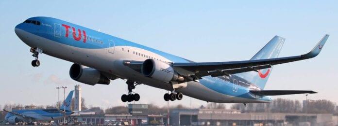 opstijgend vliegtuig van TUI